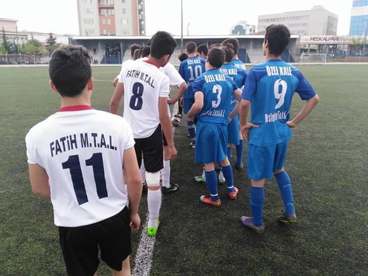 Özel Gebze Kale Anadolu Sağlık Meslek Lisesi Futbol Takımı Gebze Şampiyonu Oldu