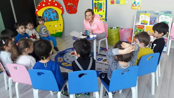 Küçük Bal Arıları Sınıfı ve Renkli Patikler Sınıfı